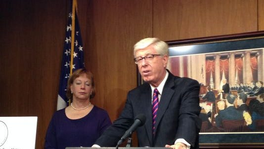 Attorney General Tom Miller and State Epidmiologist Patricia Quinlisk warn Iowans about miracle cures touted by telemarketers.
