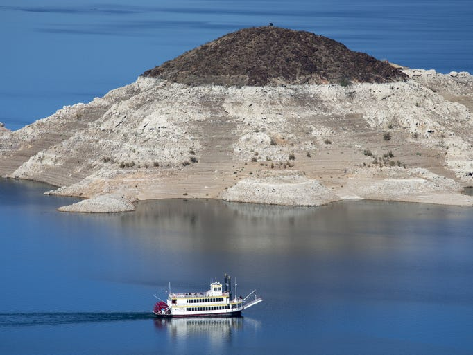 "A ""bathtub ring"" on Lake Mead in late 2014 shows how"