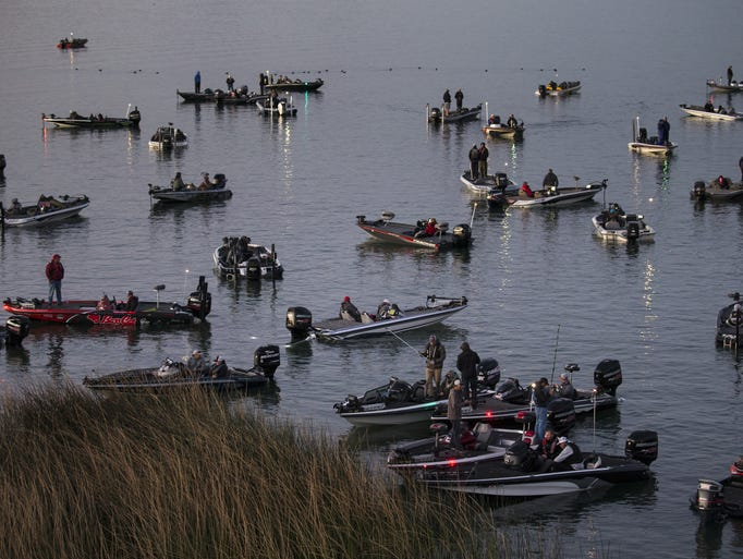 Bass anglers wait for the start of a FLW tournament,