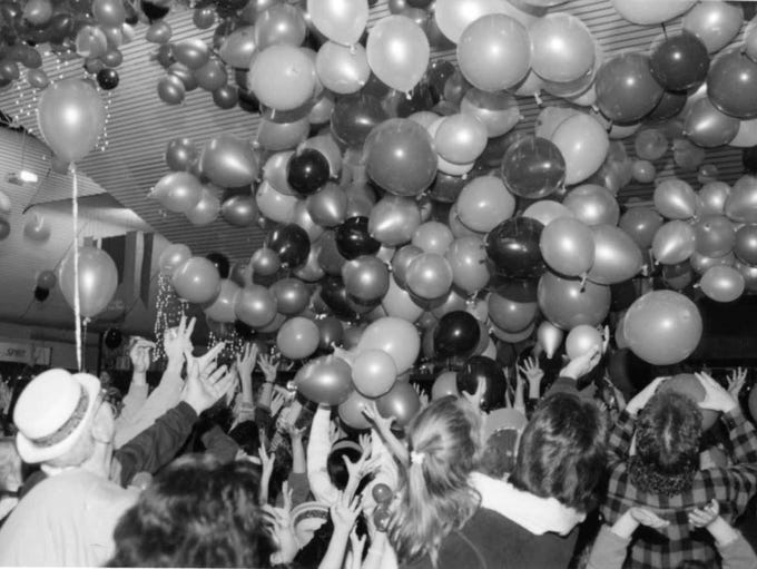 1995: Paramus rings in the new year with thousands