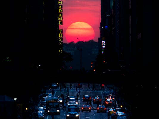 AP MANHATTANHENGE A USA NY