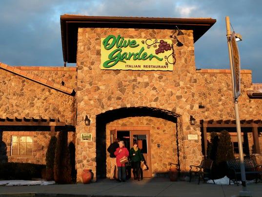B02 consumers 06 AP Earns Darden Restaurants