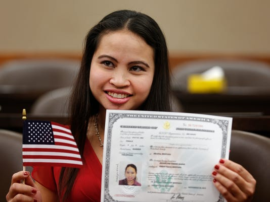 -naturalization ceremony.jpg_20141120.jpg