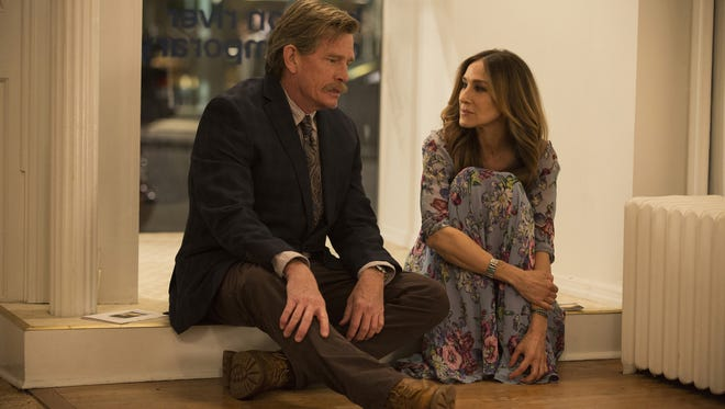 """This image released by HBO shows Thomas Haden Church, left, and Sarah Jessica Parker in s scene from """"Divorce,"""" premiering Sunday at 10 p.m. EDT. (Craig Blankenhorn/HBO via AP)"""