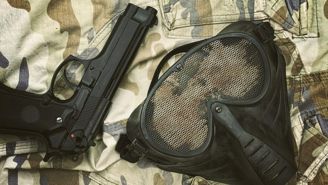 Airsoft protection mask pistol.