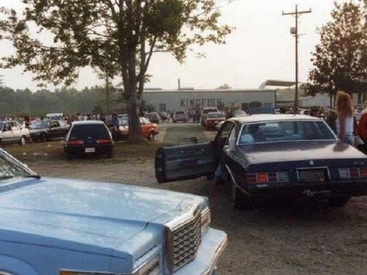 636591305751490822-Kingfish-parking-lot.jpg