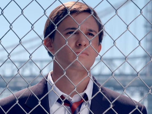 PIC08_TOM_FENCE