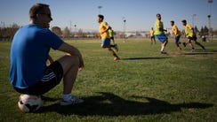 Eric Wynalda oversees practice for Invicta FC of the