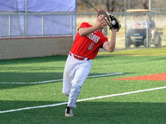 Sweetwater third baseman Mason Maxwell (5) hauls in