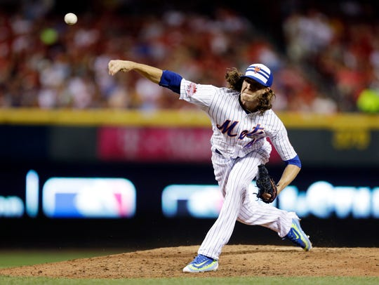 National League's Jacob deGrom, of the Mets, throwing