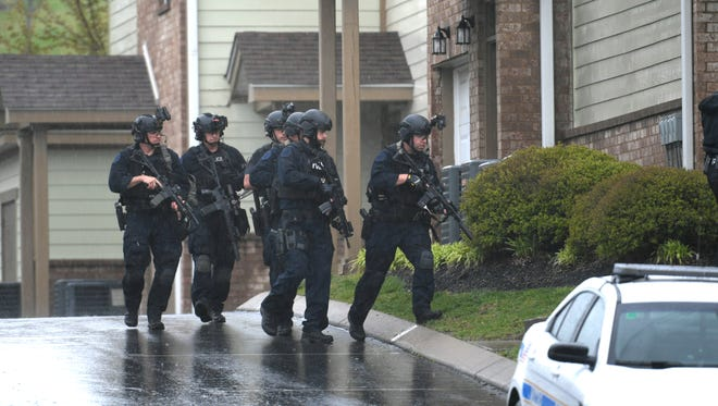 Metro Nashville Police swat team members head into the apartment of suspect Travis Reinking after a gunman opened fire killing four people at a Waffle House in Antioch early Sunday, April 22, 2018.