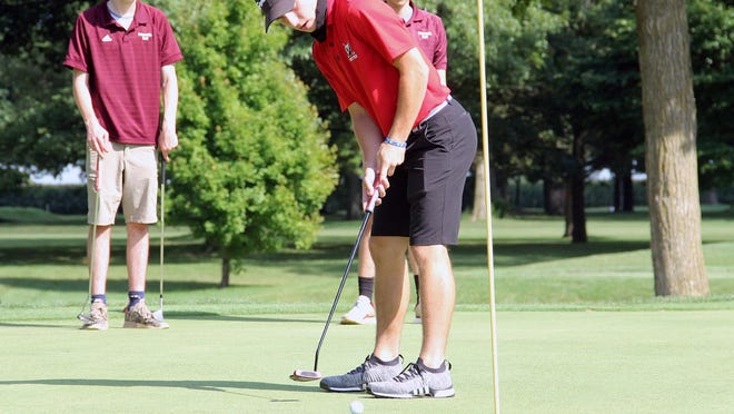 United's Drew Brown makes a birdie on Tuesday on hole No. 1 in a match against Princeville at Gibson Woods in Monmouth.