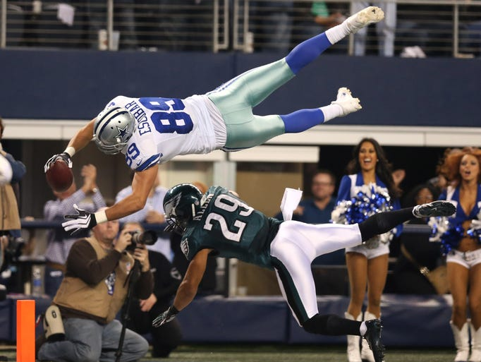 Dallas Cowboys tight end Gavin Escobar (89) dives for the end zone in the second quarter against Philadelphia Eagles safety Nate Allen (29) at AT&T Stadium.