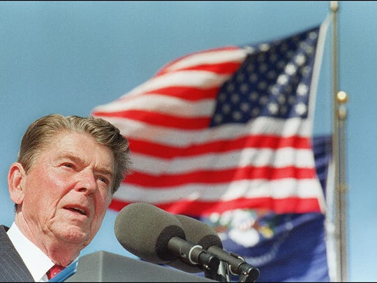 SIMI VALLEY, UNITED STATES:  (FILES) This file picture taken 04 November 1991 in Simi Valley, California, shows US President Ronald Reagan giving a speech at the dedication of the library bearing his name. US media reported 05 June 2004 that Former US president Ronald Reagan, ailing from a long bout with Alzheimer's disease, has been experiencing deteriorating health over the past week.  AFP PHOTO/FILES/J.DVID.AKE  (Photo credit should read J. DAVID AKE/AFP/Getty Images)
