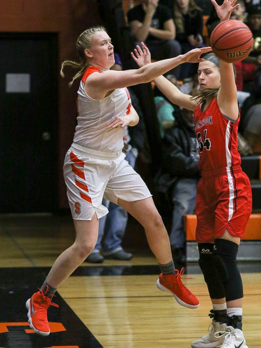 636537225859746408-Somerville-s-Meghan-Douglas-fires-a-pass-against-Bound-Brook-2-6-18.JPG
