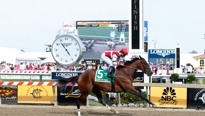 Luis Saez, aboard Go Maggie Go, wins the 2016 Black-Eyed Susan race at Pimlico Race Course.