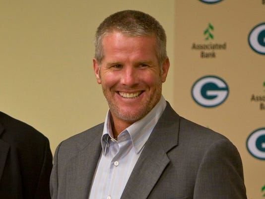 Packers_Favre_Football_WIMR102.jpg