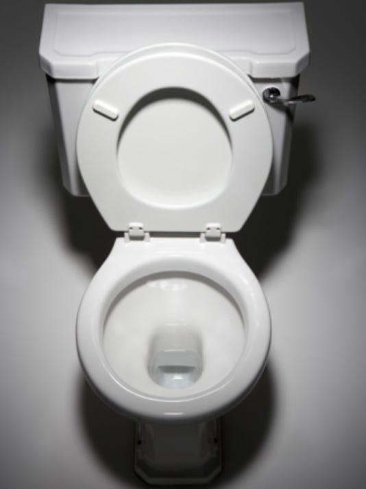 635864654305967443-Toilet.jpg