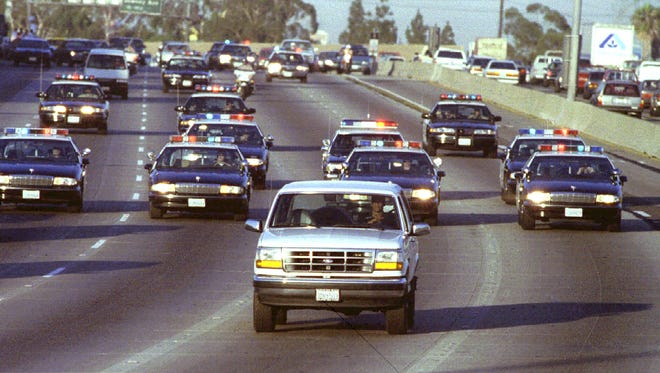 LAT02:SIMPSON:LOS ANGELES, CALIFORNIA,22JUN94-FILE PHOTO 17JUN94- Al Cowlings   drives a Ford Bronco June 17, carrying OJ Simpson back to his home in           Brentwood, leading police on a pursuit through two counties. Simpson is         charged in the double murder of his ex-wife Nicole and a comapion. Mandatory    Credit-Al Schaben/Los Angeles Times.    NO SALES, NO MAGS   ATTN EDS:           Re-transmission of improperly credited photo. Image should be credited to       photographer Al Schaben/LosAngeles Times    REUTER ORG XMIT: LAT02