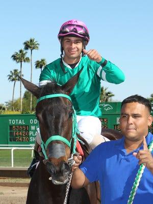 Jockey Renny Arrietta