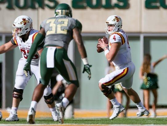 Iowa State Cyclones quarterback Zeb Noland (4) drops