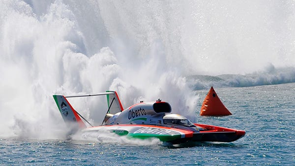 Jimmy Shane drives to victory on the Detroit River on Sunday.