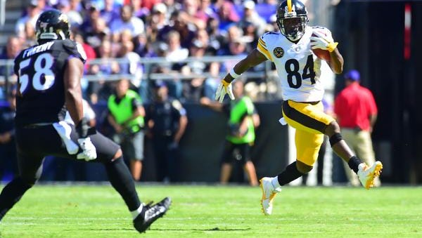 Pittsburgh Steelers wide receiver Antonio Brown (84) runs with the ball during the game against the Baltimore Ravens at M&T Bank Stadium.