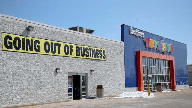 "The Toys 'R"" Us store on West Mason Street Thursday, April 5, 2018 in Green Bay, Wis."