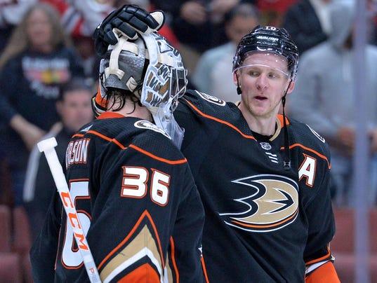 USP NHL: CHICAGO BLACKHAWKS AT ANAHEIM DUCKS S HKN ANA CHI USA CA