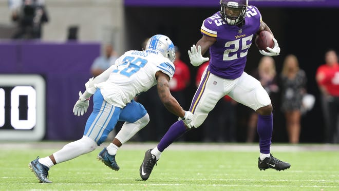 Vikings running back Latavius Murray ran for 95 yards and two scores Sunday against the Rams.