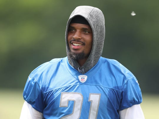Lions running back Ameer Abdullah leaves the field