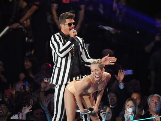 Robin Thicke and Miley Cyrus at the 2013 MTV Video Music Awards