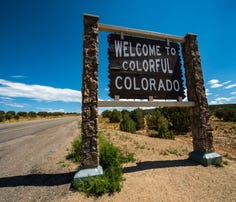 Road trip around the USA: 50 state welcome signs
