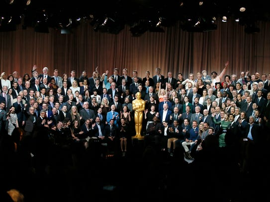 """Nominees for the 90th Academy Awards pose for a """"class"""