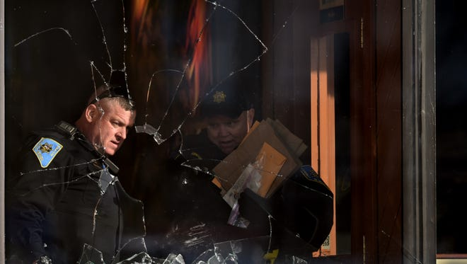 Police investgate a broken window at the Sizzler in Sparks where police belived a suspect armed with a gun was inside the restuarant on Prater and McCarran on Jan 24, 2018. The incident ended with a search of the building; nobody was found.