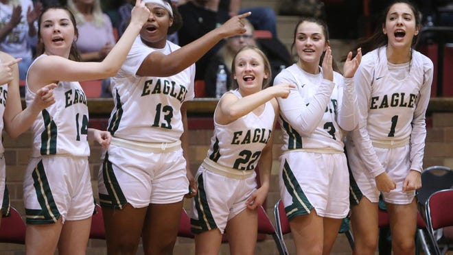 The GlenOak girls basketball team reacts during a 2020 Division I regional semifinal against Stow.