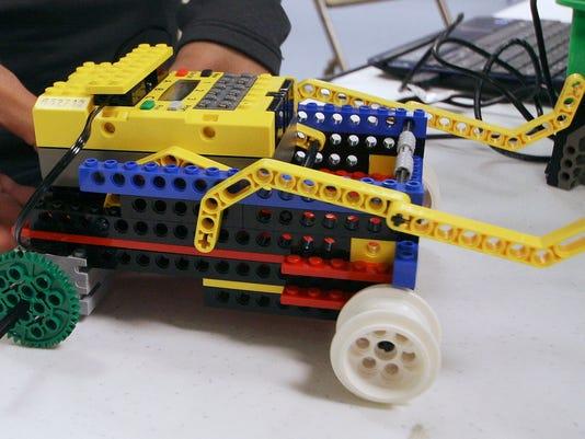 ELM 040411 wings robotics 02 jhr