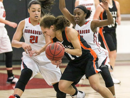 636216683839400438-Melody-Van-NEss-of-Somerville-vs.-Janee-a-Summers-and-Diamond-Tucker-of-Bound-Brook---2-2-17.jpg