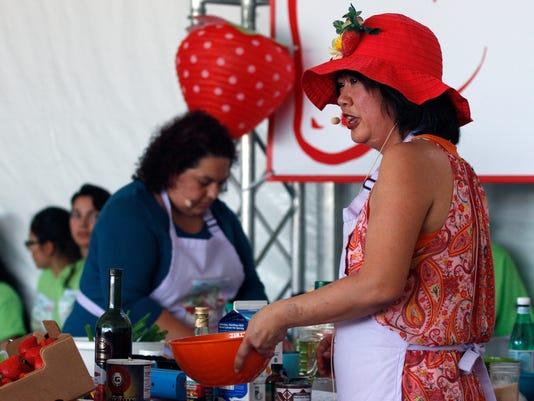 636309098771498531-strawberry-festival11.jpg