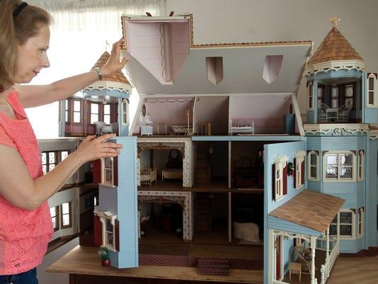 CHL 1007 Dollhouses11.jpg