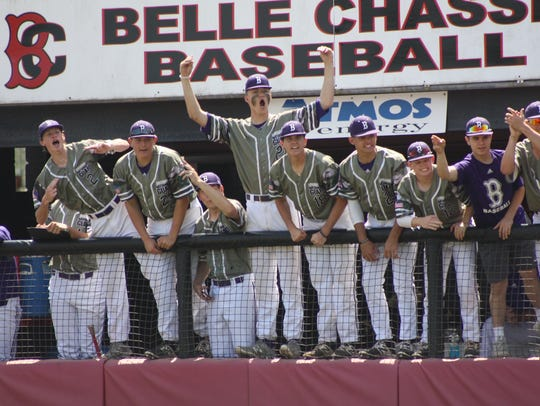 Benton's baseball team, with Turner Toms in the middle