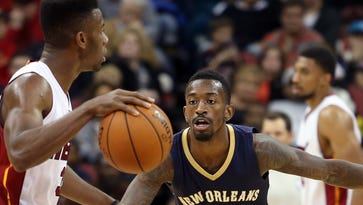 New Orleans' Russ Smith plays some defense against Miami's Norris Cole. Oct. 4, 2014
