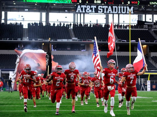 Sweetwater players take the field before the Class