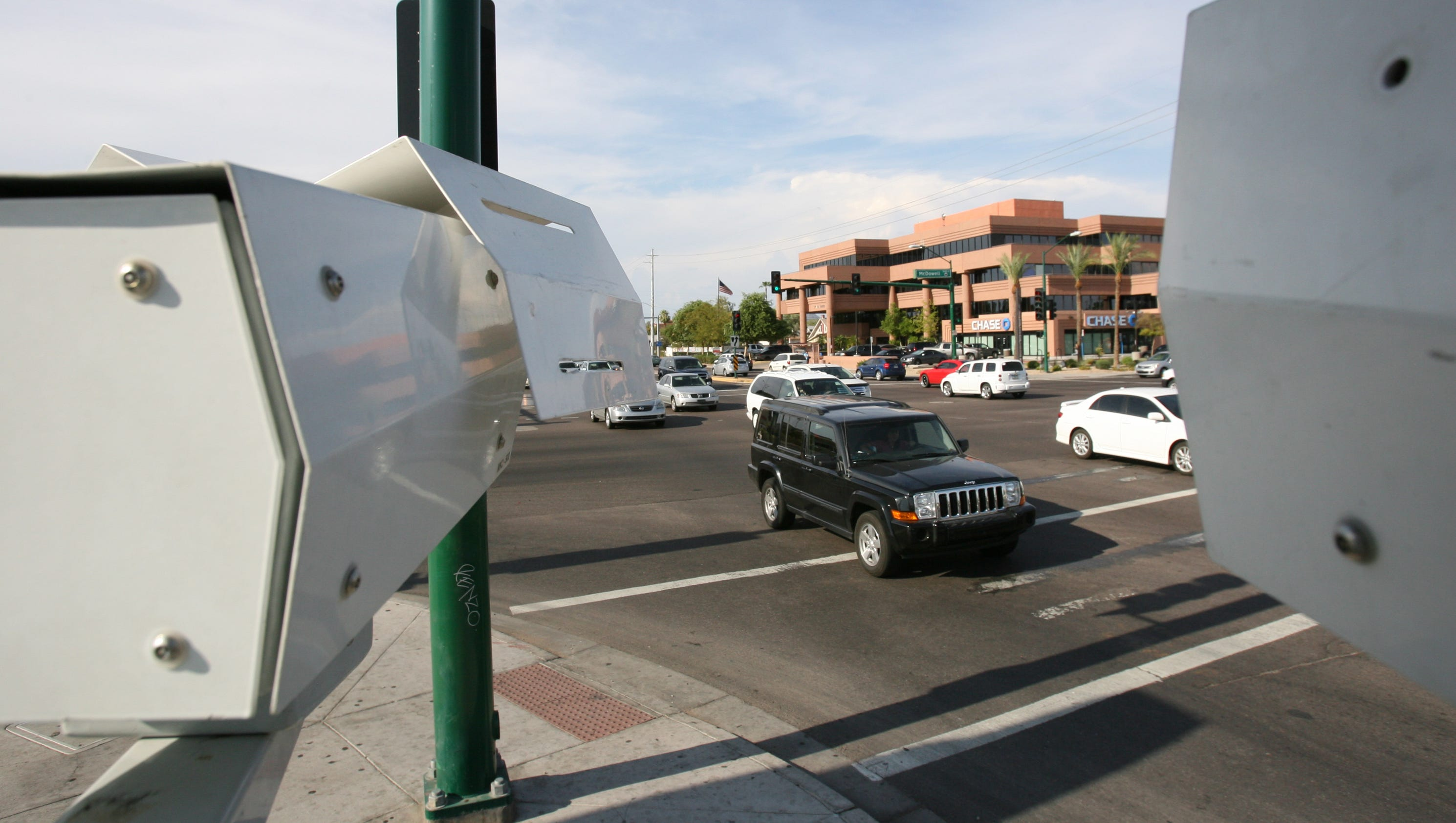 Fair warning drivers red light cameras return to phoenix for Today s interiors phoenix