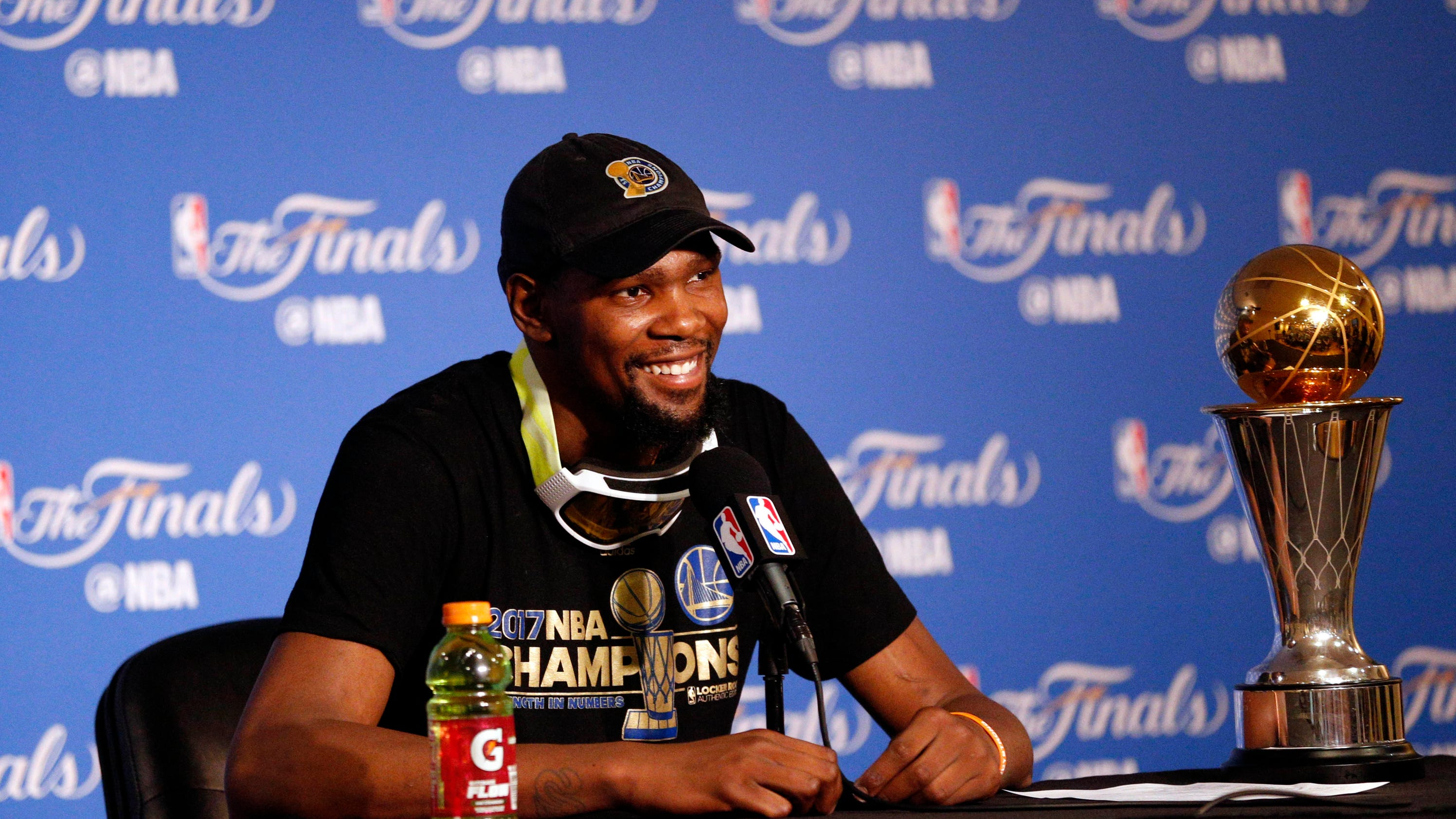 Warriors' Kevin Durant says he won't go to White House
