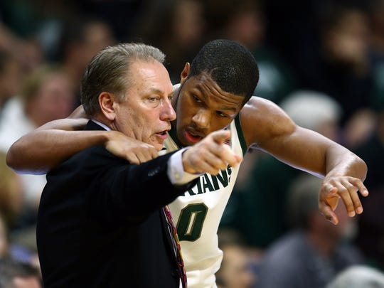 Spartans head coach Tom Izzo talks to forward Marvin Clark Jr. (0) during MSU's shocking home loss to Texas Southern.