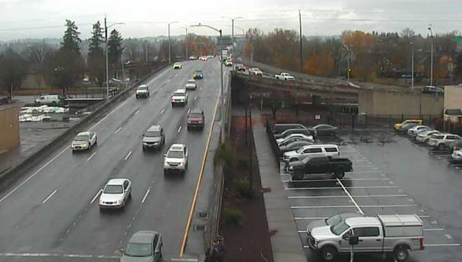 Traffic coming into downtown Salem on the Center Street Bridge Wednesday morning, November 22, 2017.