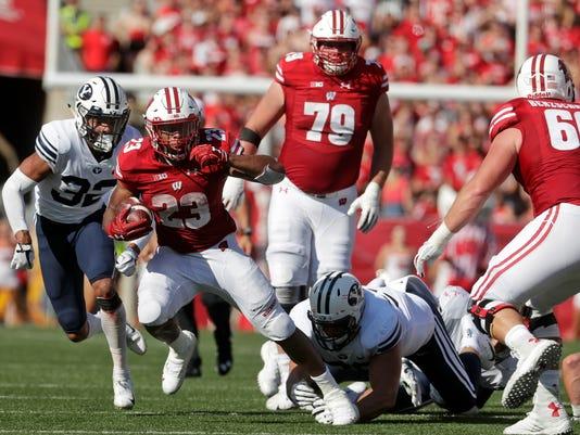 Wisconsin-Blocking_for_Taylor_Football_44365.jpg