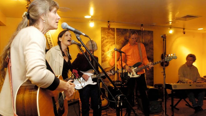 The Magnolias, from left, Juliet McVicker, Rose Lucas, Mary McGinnis, Mark Ransom and Chuck Eller, delight their audience at the Lincoln Inn with their own brand of bluegrass on Oct. 17, 2006.