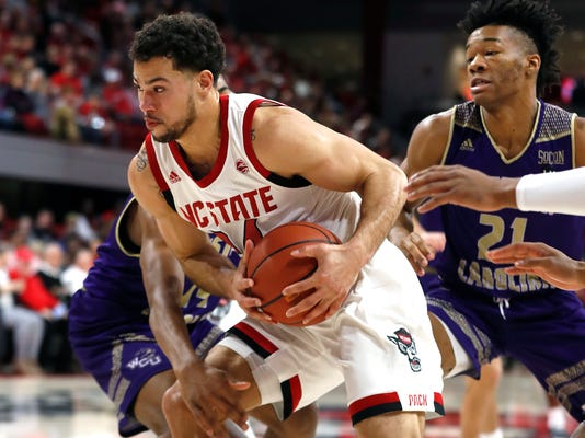 W_Carolina_NC_State_Basketball_43736.jpg